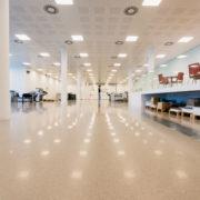 Plafond van een grote werkruimte